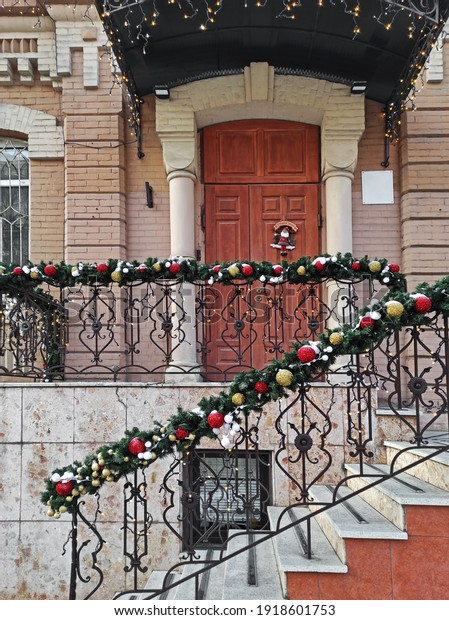 christmas-porch-steps-decoration-house-6