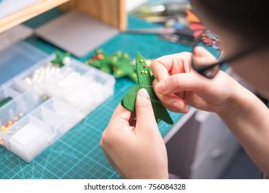 Christmas preparation: Christmas tree handcraft