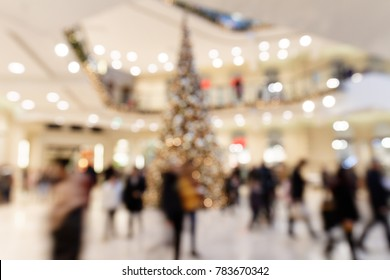 Christmas Sale: Blurred Scene with hurrying Customers in highly frequented Shopping Mall
