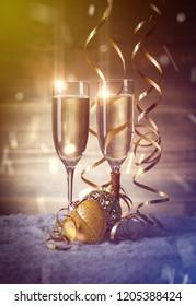 Christmas settings. Gold Christmas balls with champagne glasses