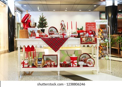 "Christmas shop window household utensils ""Williams Et Oliver"". Shopping center ""Fashion season"". Moscow. 22.11.2018"