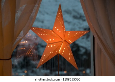 Christmas star paper red shining