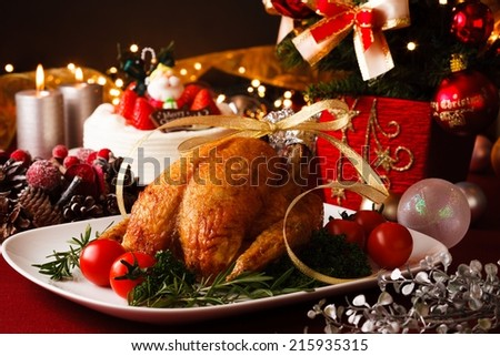 christmas themed dinner table の写真素材 今すぐ編集 215935315