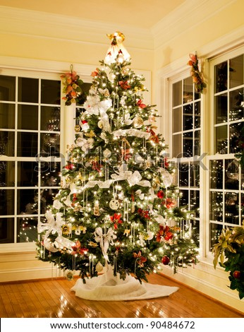 Christmas Tree Decorated Silver White Ribbons Stockfoto Jetzt