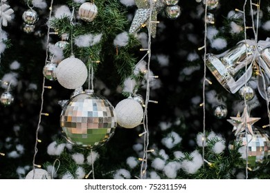 Christmas tree decoration backgrounds / Celebrities Christmas time with ball , light , shiny , sphere