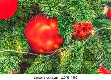 Christmas Tree decoration, decorazioni natalizie albero di natale con palle rosse e luci
