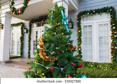christmas tree decorations in the garden with the white house