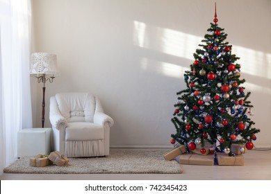 Christmas tree with Christmas gifts in White Hall on Christmas
