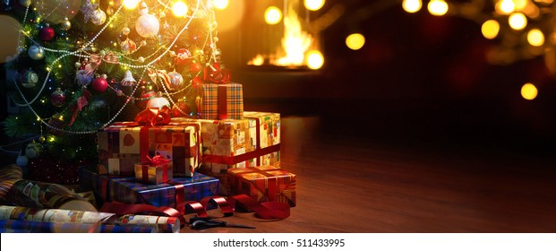 Christmas tree and holidays present on cfireplace red background