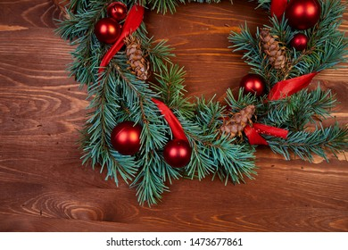 christmas wreath with red and golden balls