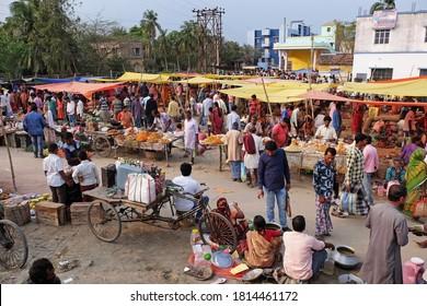 CHUNAKHALI, INDIA - FEBRUARY 26, 2020: Weekly local market in Chunakhali village, West Bengal, India