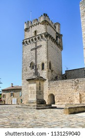 Church of Saint-Laurent des Arbres, fortified by high walls equipped with battlements and a tower, the Dungeon, whose construction is attributed to Bishop Jacques Deuze, the future Pope of Avignon.