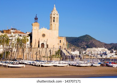 The church of Sant Bertomeu and Santa Tecla is the one of the most popular landmarks of Sitges. (Barcelona, Spain)