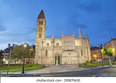 Church of Santa Maria La Antigua in the evening, Valladolid, Spain