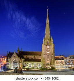 The church of St Martin in the Bull Ring in Birmingham , England is a parish church of the Church of England