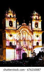 Church's illumination/A picture of the projection mapping of the church in Cusco's Plaza de Armas.