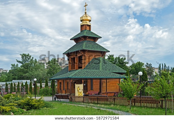 churchyard-courtyard-small-wooden-bell-6