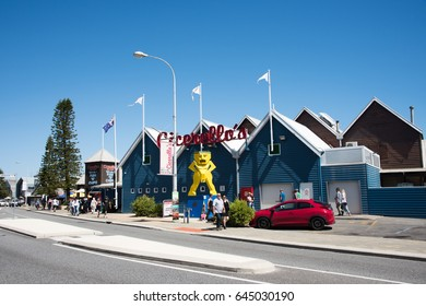 Cicerello's with statue and people in Fremantle,Western Australia/Cicerello's and Artwork/FREMANTLE,WA,AUSTRALIA-NOVEMBER 13,2016:Yellow sculpture,people and Cicerello's in Fremantle,Western Australia