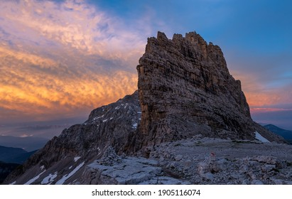 Cima Tosa (3136 m asl ) is a mountain of southern Rhaetian Alps , the second highest peak of the Brenta Dolomites after the top of the Brenta (3151 m).