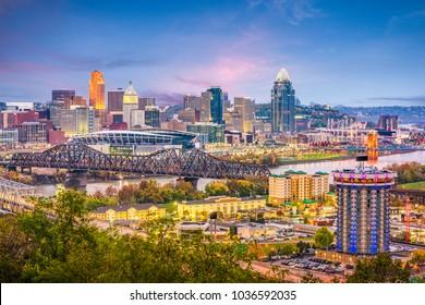Cincinnati, Ohio, USA skyline at dusk.