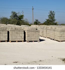 Cinder blocks, which lie in the bays. Storage cinder block.