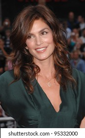 """Cindy Crawford at the North American premiere of """"Ocean's Thirteen"""" at Grauman's Chinese Theatre, Hollywood. June 6, 2007  Los Angeles, CA Picture: Paul Smith / Featureflash"""