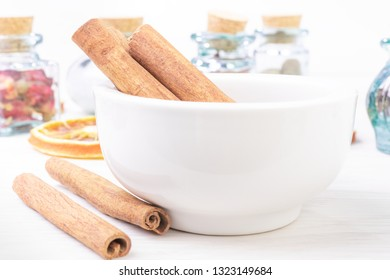 Cinnamon sticks in the pounder on white wooden table. Food foto