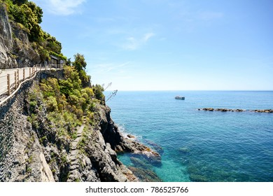 Cinque Terre: Hiking trail from Vernazza to Monterosso al Mare, hiking in early summer at Mediterranean landscape, Liguria Italy Europe