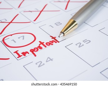 Circle date and handwriting word important and pen on calendar desk