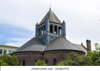 Circular congregational church located in charleston sc