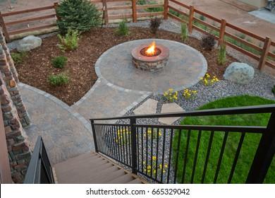 Circular gas fire pit
