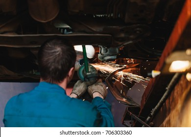 Circular saw cutting steel with split fire.