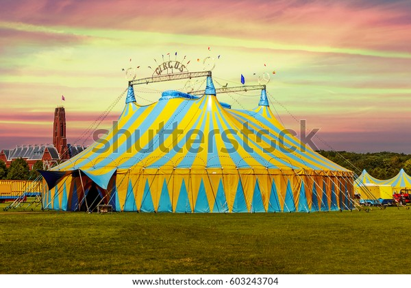 Foto De Stock Sobre Tienda De Circo Bajo Una Puesta Editar