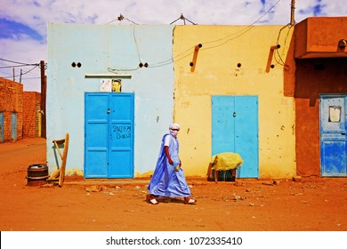 City of Atar, Adrar Province / Mauritania - Photo taken in September 2010 :  Man of the desert walking down a dirt road in a village