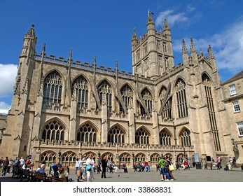 CITY OF BATH, ENGLAND - JULY 6: Tourists at the yard of the Bath Abbey, West England, July 6, 2009. The Bath Abbey is located near the famous Roman Bath Museum, a tourist attraction in this city.