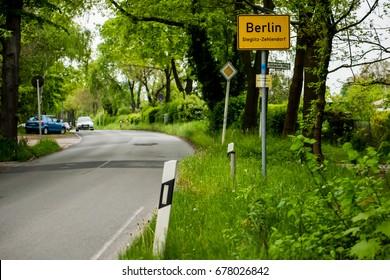 City of Berlin information road sign