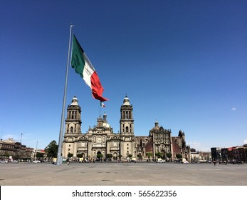 """México City cathedral and main square flag flying over an empty """"zócalo"""""""
