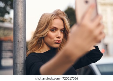 city, evening, beautiful woman with phone, selfie