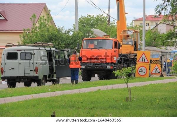 city-improvement-service-road-spring-600