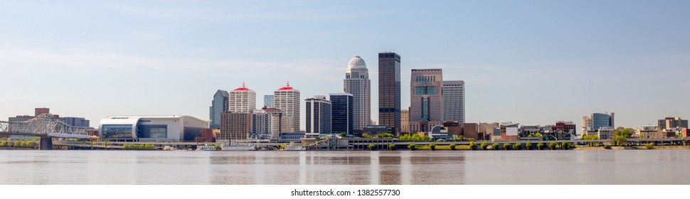 The City of Louisville, in the state of Kentucky, United States of America, as seen from the Indiana river bank of the Ohio River