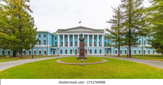 City the Moscow .MV Frunze Monument-in front of the main entrance to the Central house of the Soviet army.Russia.09.29.2019
