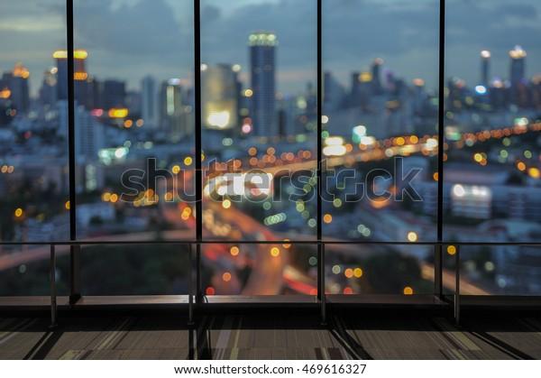 Stadternachtsansicht vom Bürofenster aus.