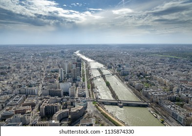 The city of Paris and bridges on the Seine from the Eiffel Tower showing, from bottom to top, Pont de Bir-Hakeim, Pont Rouelle, Pont de Grenelle, and Pont Mirabeau