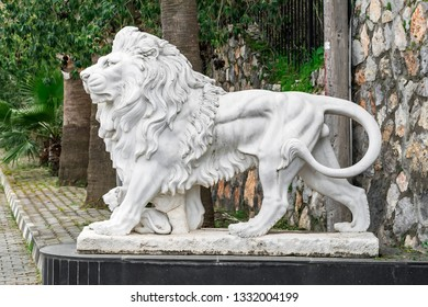 City sculpture of a lion and a lion cub at the entrance. Local landmark