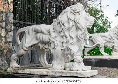City sculptures of the two white lions and a lion cub at the entrance. Local landmark