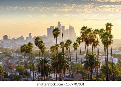 Stadtlandschaft im Zentrum von Los Angeles bei Sonnenuntergang