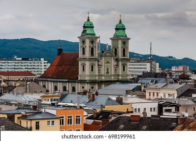 Cityscape of Linz with Alter Dom (Old Cathedral), Linz, Austria