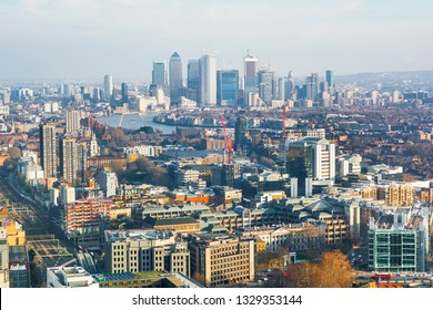 Cityscape of London (England), financial district Canary Wharf in the background