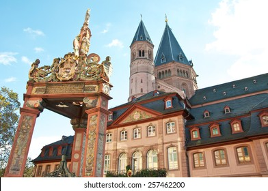 Cityscape Mainz with Cathedral - Mainzer Dom und old city