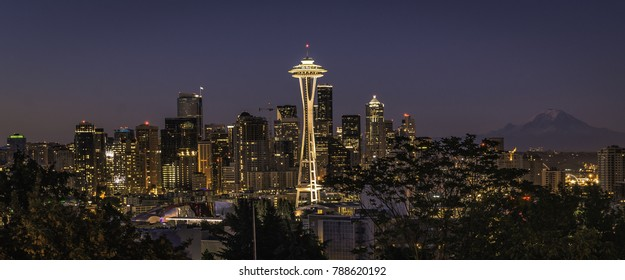 Cityscape scene of the Seattle skyline at sunrise
